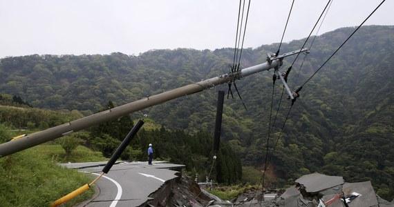 Ponad 30 osób zostało rannych w trzęsieniu ziemi, które wstrząsnęło regionem Tokio wczoraj wieczorem. Japońska Agencja Meteorologiczna (JMA) szacuje jego magnitudę na 6,1 i oceniła, że nie ma ryzyka tsunami.