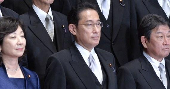 Nowy premier Fumio Kishida polecił ministrom odpowiedzialnym za politykę gospodarczą i fiskalną przedstawienie szczegółów pakietu gospodarczego, który zobowiązał się wdrożyć, aby pomóc japońskiej gospodarce przetrwać pandemię Covid-19.