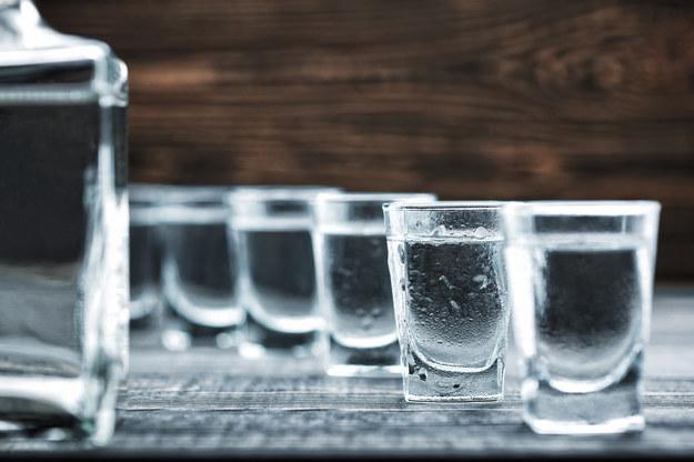 Rosja: 17 osób zmarło po wypiciu podrobionego alkoholu