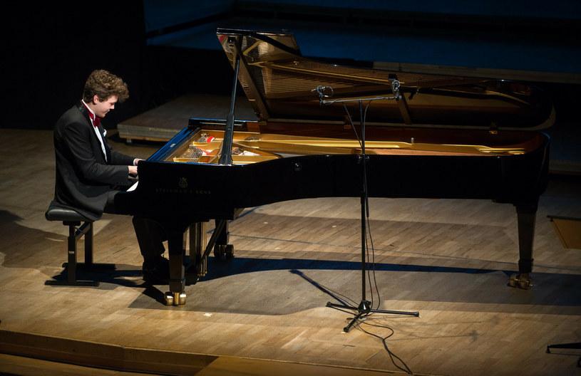 45 pianistów, w tym dziewięciu Polaków zakwalifikowało się do II etapu XVIII Międzynarodowego Pianistycznego Konkursu im. Fryderyka Chopina. Na antenie TVP Kultura można oglądać transmisje wszystkich etapów konkursu.