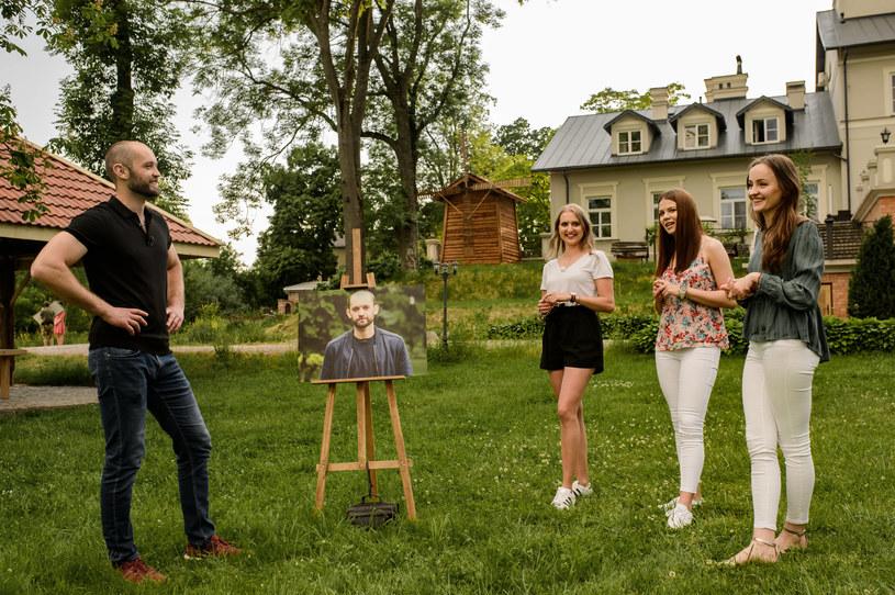 """W czwartym odcinku ósmej edycji programu """"Rolnik szuka żony"""" bohaterowie powitają w swoich domach gości. Jak zostaną przyjęci przez rodziny rolników? Widzowie wszystkiego dowiedzą się już w niedzielę, 10 października, wieczorem w TVP1."""