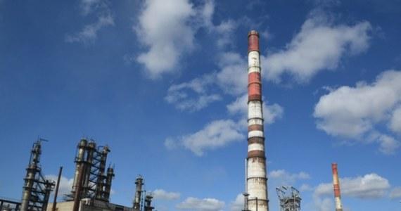 PKN Orlen jeszcze w 2021 r. ruszy z budową w litewskiej rafinerii w Możejkach instalacji pogłębionego przerobu ropy za 641 mln euro. Jak poinformował w piątek płocki koncern, podpisał porozumienie o finansowaniu projektu ze spółką Orlen Lietuva.