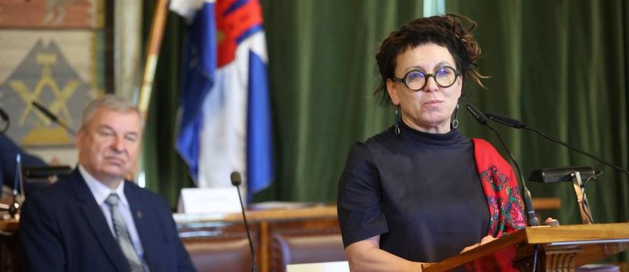 """Pisarka Olga Tokarczuk otrzymała honorowe obywatelstwo Krakowa. """"Teraz moje serce jest podzielone na pół"""" – mówiła mieszkająca na Dolnym Śląsku noblistka."""
