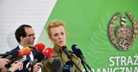 """""""Patrol służb białoruskich oddał strzały w kierunku żołnierzy Wojska Polskiego, którzy razem z nami patrolują granicę. Prawdopodobnie było to przy użyciu ślepej amunicji' – przekazała na konferencji prasowej rzeczniczka Straży Granicznej ppor. Anna Michalska."""