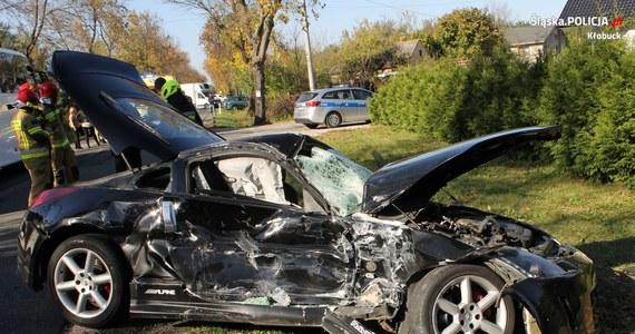 Wypadkiem zakończył się policyjny pościg w powiecie kłobuckim (woj. śląskie). Uciekający kierowca osobówki uderzył w autobus przewożący dzieci. Informację o tym zdarzeniu dostaliśmy na Gorącą Linię RMF FM.