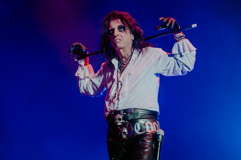 W najnowszym słuchowisku na temat życia Alice Coopera, artysta opowiada m.in. o walce ze swoim uzależnieniem od alkoholu. Wyznania rockmana zaskakują.