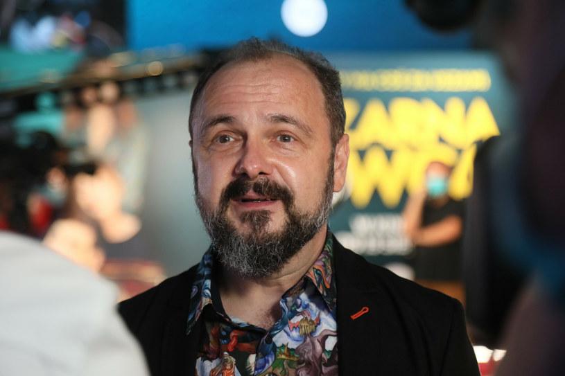 """Arkadiusz Jakubik, jako Wodzirej, zaprezentował przeróbkę piosenki """"Zołza"""" Jokera i Sequence. Utwór pochodzi ze ścieżki dźwiękowej do nowego filmu """"Wesele"""" Wojtka Smarzowskiego."""