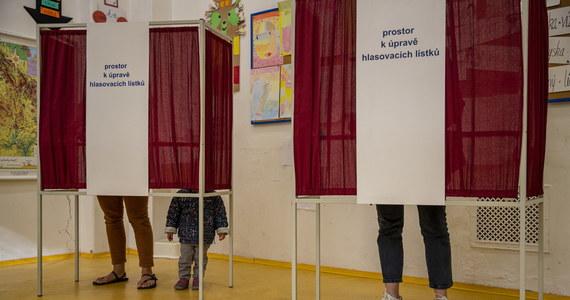 Dwudniowe wybory do Izby Poselskiej parlamentu Czech wygrała prawicowa koalicja SPOLU przed ruchem Ano premiera Andreja Babisza. Mimo to Babisz zapowiedział, że jest gotowy podjąć się misji tworzenia nowego rządu, jeśli w niedzielę powierzy mu ją prezydent Milosz Zeman.