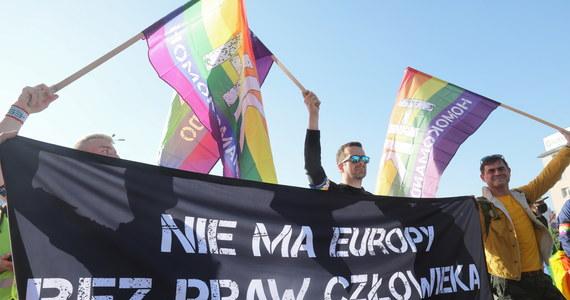 Kilkaset osób wzięło udział w II Marszu Równości zorganizowanym w Białymstoku. Policja znacznymi siłami zabezpieczała przemarsz na całej jego trasie i nie dopuściła do konfrontacji z grupą protestujących jego przeciwników.