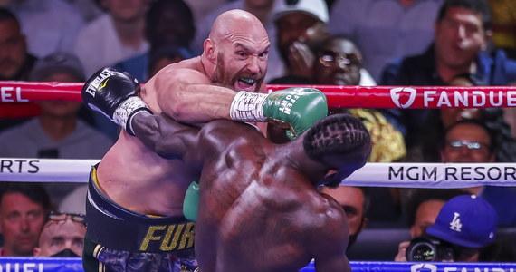 Brytyjczyk Tyson Fury (31-0-1, 22 KO) wygrał przez nokaut w 11. rundzie z Amerykaninem Deontayem Wilderem (42-2-1, 41 KO) i obronił tytuł mistrza świata WBC w bokserskiej wadze ciężkiej. Walka odbyła się w Las Vegas.