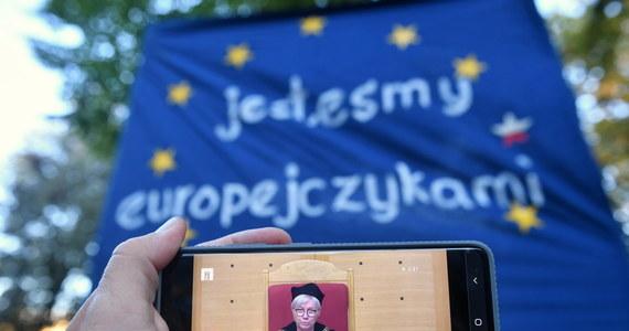 Pokłosie orzeczenia Trybunału Konstytucyjnego. Posiedzenie sejmu, na którym omawiany będzie przede wszystkim przyszłoroczny budżet. Konsekwencje wiecu poparcia dla członkostwa Polski w Unii. Te tematy mogą zdominować przyszły tydzień w polityce.