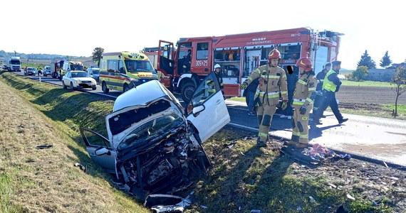 Jedna osoba zginęła, a dwie zostały ranne w wypadku na drodze krajowej nr 25 w Lucimiu (woj. kujawsko-pomorskie). Zderzyły się tam dwa auta osobowe.