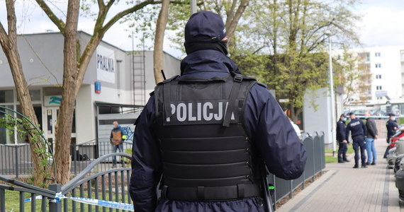 48-latka została zatrzymana w sprawie zabójstwa swojego 41-letniego partnera. Kobieta miała zadać mężczyźnie jeden cios nożem w serce w niedzielę w mieszkaniu, które oboje zajmowali. Była nietrzeźwa - poinformowała PAP rzecznik koszalińskiej policji kom. Monika Kosiec.