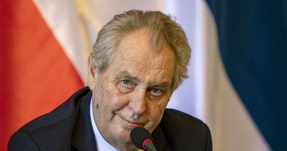 """Czesi zastanawiają się, co dalej z ich prezydentem. """"Czy Milosz Zeman jest w stanie dalej wykonywać swoją funkcję?"""" - pyta portal Novinky. Polityk ma problemy zdrowotne - w niedzielę został przewieziony karetką do szpitala."""