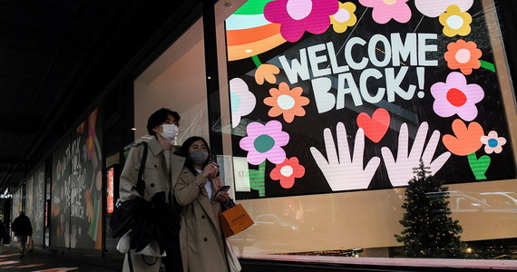 Australia wraca do życia po prawie czterech miesiącach lockdownu. Restauracje, kawiarnie, siłownie, fryzjerzy i inne miejsca publiczne w Sydney od poniedziałku witają w pełni zaszczepionych.