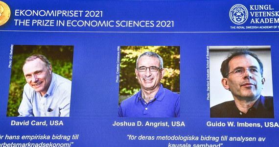 """Mamy trzech laureatów Nagrody Nobla w dziedzinie ekonomii. Zostali nimi David Card, a także Joshua Angrist i Guido Imbens. Szwedzka Akademia Nauk ogłosiła, że wyróżnieni naukowcy """"całkowicie przekształcili badania doświadczalne w dziedzinie nauk ekonomicznych""""."""