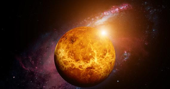 Mająca rozpocząć się w 2028 roku misja pozwoli Zjednoczonym Emiratom Arabskim zbadać Wenus oraz siedem asteroid Układu Słonecznego. ZEA byłyby pierwszym arabskim krajem, któremu udałoby się lądowanie na asteroidzie - napisał izraelski dziennik The Jerusalem Post.
