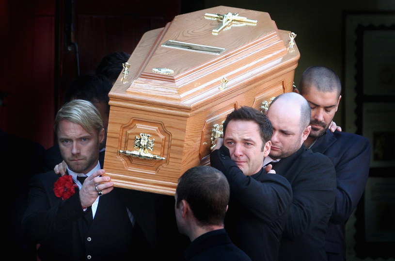 Muzycy grupy Boyzone w mediach społecznościowych wspomnieli zmarłego Stephena Gately'ego w kolejną rocznicę jego śmierci. Media przypomniały natomiast, co działo się przed i w trakcie pogrzebu gwiazdora.