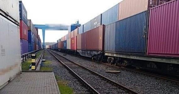 Policjanci z terespolskiego komisariatu ustalają okoliczności wypadku, w wyniku którego zmarł 25-letni pracownik kolejowego terminala w Małaszewiczach - poinformowała bialska policja. Ciało będzie poddane sekcji.