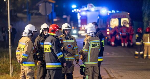 Dwie osoby zostały ranne w wyniku zderzenia busa z szynobusem w miejscowości Miękowo w Wielkopolsce. Kierujący busem 19-latek nie miał prawa jazdy. Do wypadku doszło na niestrzeżonym przejeździe.