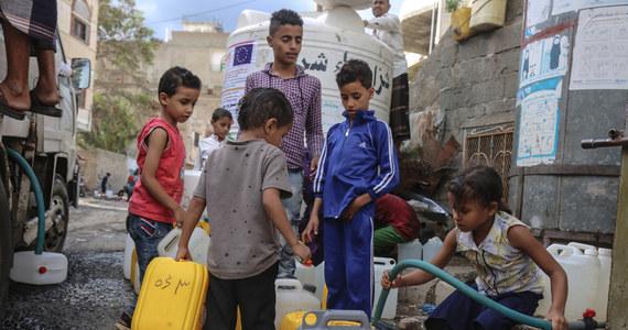 Miliony ludzi mogą w ciągu najbliższych tygodni zostać pozbawionych wody i żywności. Narażeni będą na choroby serca i płuc. Taki scenariusz kreślą specjaliści w związku ze statkiem-widmo u wybrzeży Jemenu. Safer może w każdej chwili eksplodować.