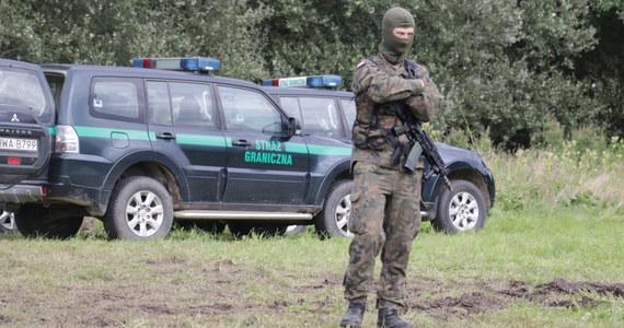 W poniedziałek strażnicy graniczni odnotowali 605 prób nielegalnego przekroczenia granicy z Białorusi do Polski. Zatrzymali 13 imigrantów, wszyscy są obywatelami Iraku.