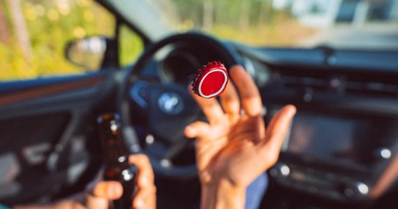 Przynajmniej jeden na 160 kierowców zatrzymywany do kontroli drogowej jest pijany. Ze statystyk wynika, że policjanci złapią dziś 270 osób, które za kierownicę wsiądą pod wpływem alkoholu – czytamy w najnowszym raporcie Najwyższej Izby Kontroli o eliminowaniu z dróg pijanych kierowców.