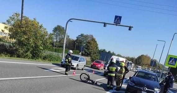 Na przejściu dla pieszych w Sławkowie w woj. śląskim potrącona została starsza kobieta. Świadkowie zdarzenia twierdzą, że za kierownicą samochodu siedział burmistrz Olkusza Roman Piaśnik. Włodarz miasta potwierdził jedynie, że uczestniczył w wypadku.