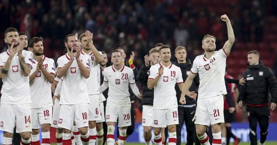 Piłkarze reprezentacji Polski wygrali po burzliwym meczu w Tiranie z Albanią 1:0 w 8. kolejce eliminacji mistrzostw świata. Dania pokonała Austrię 1:0 i została drugim - po Niemczech - zespołem, który wywalczył prawo gry w przyszłorocznym mundialu w Katarze.