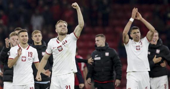 Przy wrogo nastawionych trybunach piłkarska reprezentacja Polski wygrała w Tiranie 1:0 w eliminacjach mistrzostw świata 2022. Z kolei w Londynie w ważnym dla nas spotkaniu reprezentacja Anglii zremisowała z Węgrami. Jak po tych spotkaniach zmieniła się sytuacja w grupie I? Sprawdź tabelę!