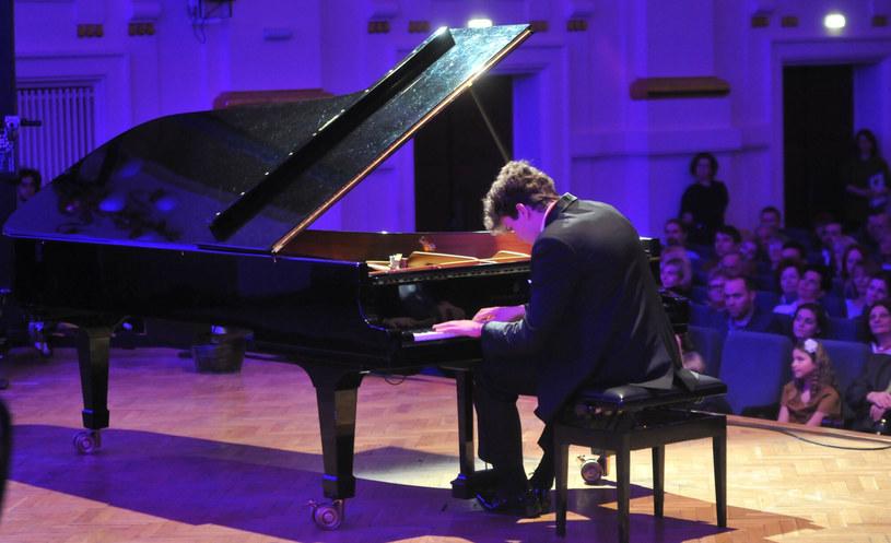 23 pianistów, w tym sześciu Polaków zakwalifikowało się do III etapu XVIII Międzynarodowego Pianistycznego Konkursu im. Fryderyka Chopina. Z ilu etapów składa się konkurs? Na antenie TVP Kultura można oglądać transmisje wszystkich etapów konkursu. Sprawdźcie wyniki II etapu!