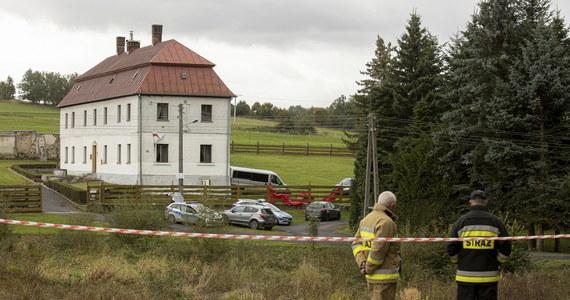 54-letni ksiądz, którego ciało znaleziono we wtorek w kompleksie przykościelnym w miejscowości Pomocne koło Jawora na Dolnym Śląsku, najprawdopodobniej zginął w wyniku nieszczęśliwego wypadku – wynika z dotychczasowych ustaleń prokuratury.