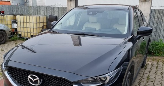 Policjanci zatrzymali 38-latka podejrzanego o kierowanie zorganizowaną grupą przestępczą, która trudniła się kradzieżami luksusowych pojazdów. Z ulic i posesji w Małopolsce i województwie świętokrzyskim znikały auta ekskluzywnych marek: Audi, BMW, Jaguar, Land Rover i Porsche.