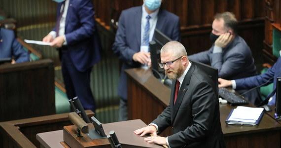 Komisja Etyki Poselskiej ukarała naganą posła Grzegorza Brauna za groźby pod adresem ministra zdrowia Adama Niedzielskiego - przekazał przewodniczący komisji Jan Łopata (PSL).