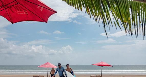 Indonezyjska wyspa Bali otwiera się na zagranicznych turystów po 18 miesiącach zamknięcia z powodu pandemii koronawirusa.