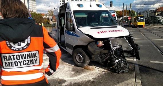 Wypadek w Warszawie. Placu Bankowym w Warszawie zderzyła się karetka z samochodem osobowym. Jak informuje reporter RMF Maxxx, żadna osoba nie została ranna.
