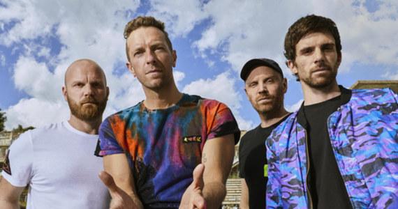 """Coldplay, w przeddzień wydania swojego nowego albumu """"Music Of The Spheres"""", ogłasza światową trasę koncertową na rok 2022. Zespół planuje także koncert w Polsce na stadionie PGE Narodowy w Warszawie."""