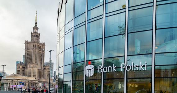 Rada nadzorcza PKO BP odwołała ze składu zarządu banku Rafała Antczaka i Jakuba Papierskiego - poinformował bank w czwartkowym komunikacie. Chwilę wcześniej z funkcji prezesa zrezygnował Jan Emeryk Rościszewski. Rada nadzorcza spółki powołała na jego miejsce Iwonę Dudę.