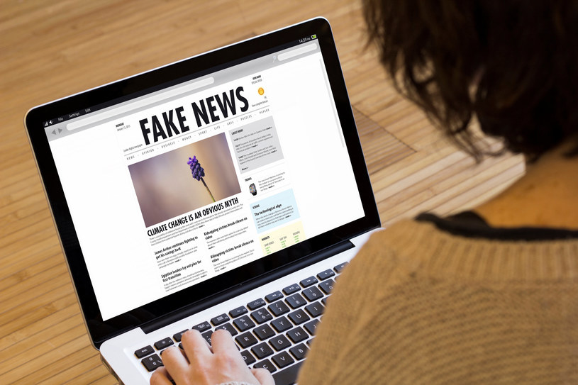 Naukowcy z Akademii WSB w Dąbrowie Górniczej poinformowali o nowym projekcie, mającym chronić użytkowników przed fałszywymi informacjami. Mowa o bazującym na sztucznej inteligencji systemie AntyFakeNews.