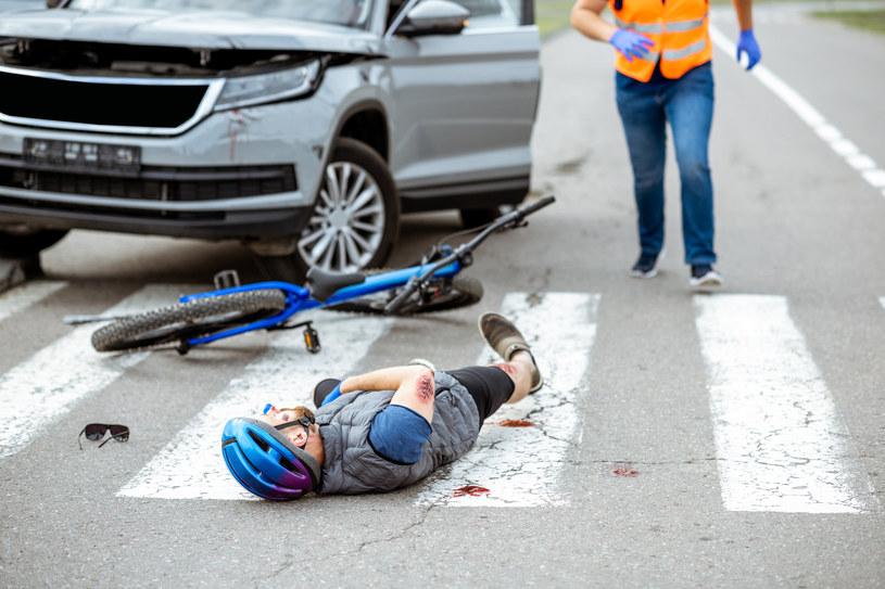 To się nazywa najnowsza technologia w służbie ludziom. Naukowcy opracowali model głębokiego uczenia, który nie tylko potrafi odpowiednio wcześniej przewidzieć zbliżający się wypadek, ale nawet jest w stanie natychmiast poinformować o tym kierowców czy pieszych i pomóc im oszukać przeznaczenie.