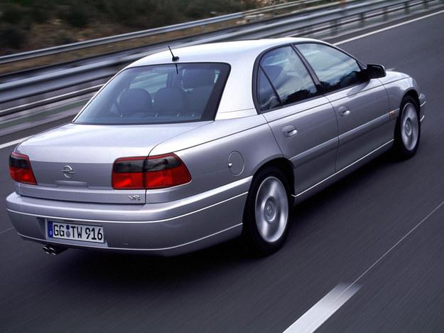 0-100 km/h w niespełna 7 sekund. Prędkość ograniczono do 250 km/h. /Opel