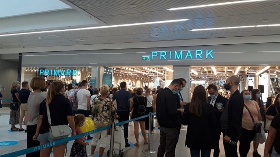 Wnętrze sklepu Primark podczas otwarcia w Warszawie.