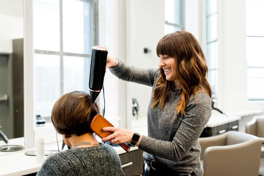 Fryzjerzy i kosmetyczki wrócą do pracy od 26 kwietnia