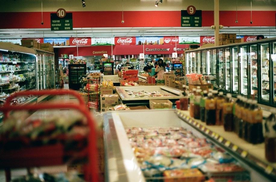 Wnętrze jednego z supermarketów.