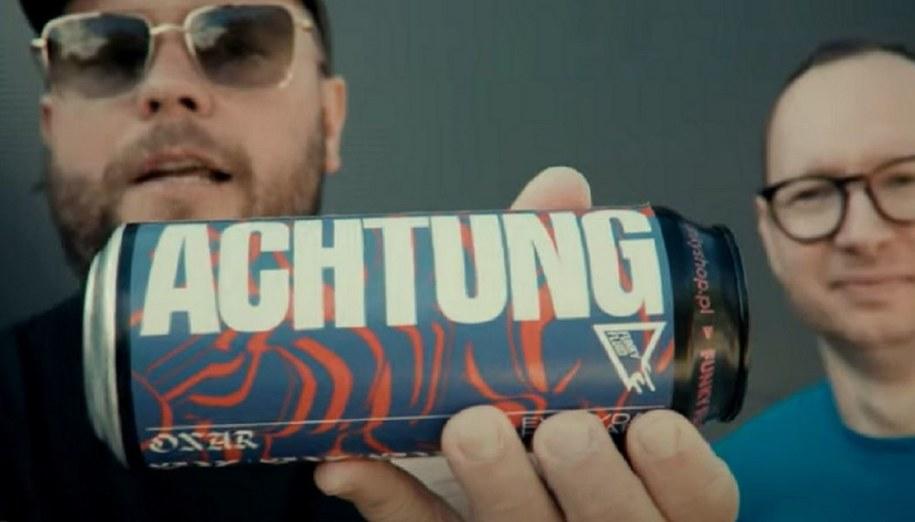 Piwo Achtung promowane przez rapera Onar.