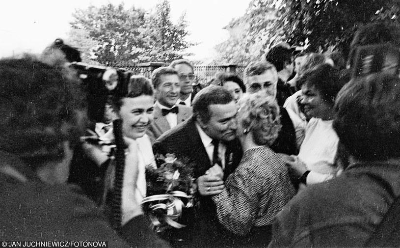 02.06.1989 Gdansk Rajd przedwyborczy Solidarnosci w dniu imienin Lecha Walesy n/z Barbara Piasecka Johnson i Lech Walesa /Juchniewicz/FOTONOVA /East News