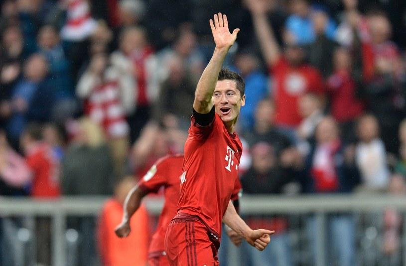 1, 2, 3, 4, 5! - Robert Lewandowski cieszy się z niezwykłego osiągnięcia /AFP
