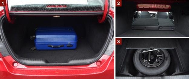 """[1] Bagażnik imponuje pojemnością 520 l. Nie jest jednak ideałem – ma nieduży otwór załadunkowy i wielkie zawiasy, które ograniczają pakowność. [2] Złożenie oparć daje spory próg oraz mały otwór. [3] Pełnowymiarowy """"zapas"""" kosztuje dodatkowo 400 zł. /Motor"""