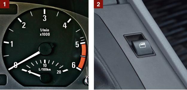 [1] Czerwone pole przy 5000 obr./min. Mniejszy wskaźnik to tzw. ekonomizer. [2] Przyciski do obsługi szyb – na tunelu centralnym. /Motor