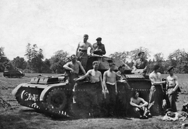 1. Dywizja Pancerna gen. Maczka dostaje pierwsze czołgi pościgowe Cruiser Mk V Covenanter,